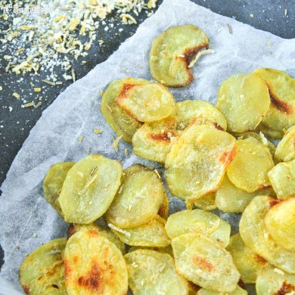 Patatas con sal al limón y romero al horno