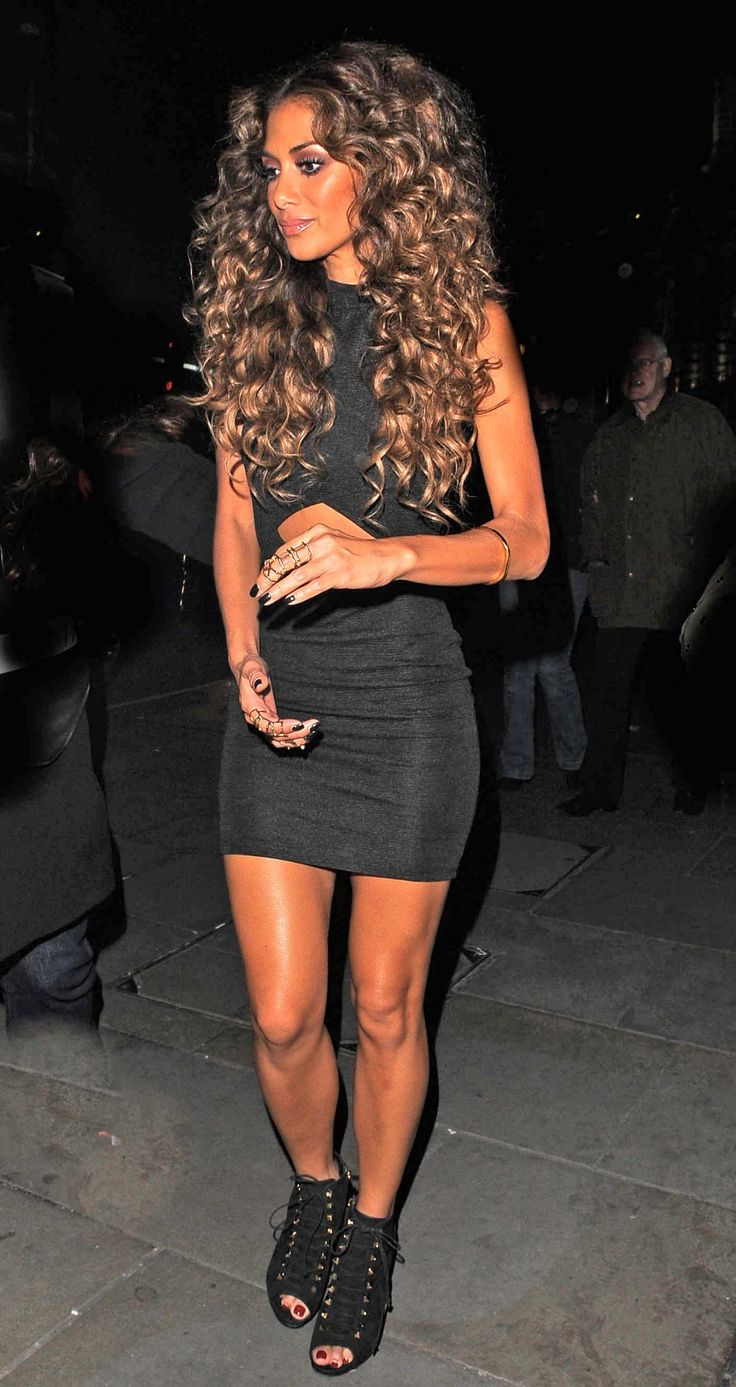 Nicole Scherzinger, wow. I can never seem to get my hair to curl all the way to the root...