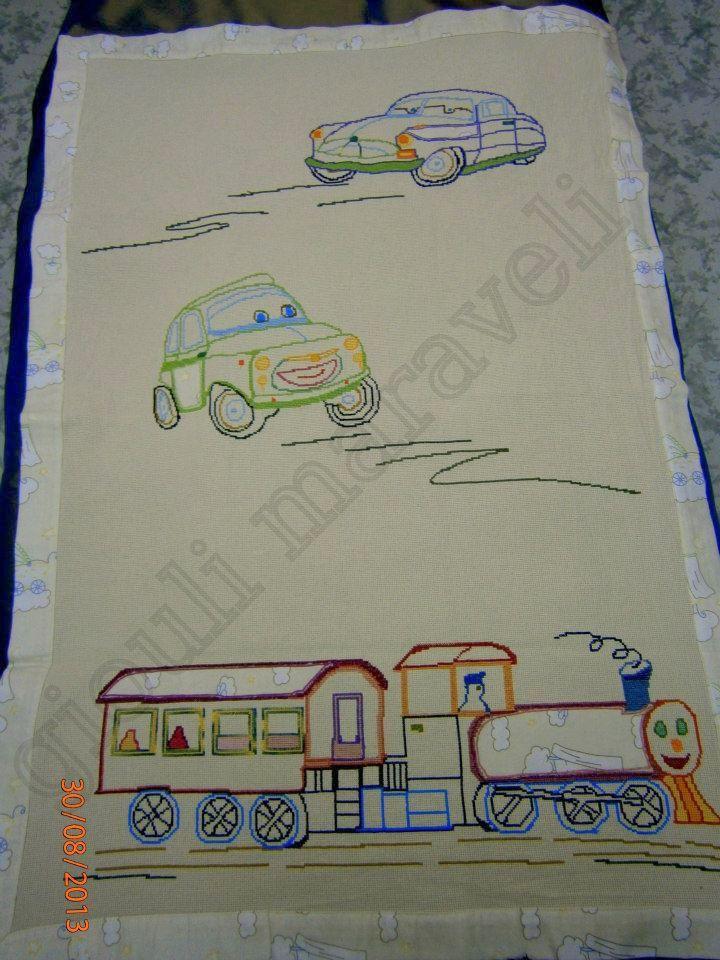 Αλμπουμ:Χαριτωμένη...προίκα.! Κουβέρτα βαμβακερή κεντημένη σταυροβελονιά. Ντουμπλαρισμένη με απαλό βαμβακερό ύφασμα,δημιουργεί και ίδια φάσα γύω γύρω.ΤΟ ΊΔΙΟ ΎΦΑΣΜΑ,ενώθηκε με την τεχνικέ απλικέ , στην μηχανή του τρένου,στην οροφή του βαγονιού,στην πόρτα του αυτοκινήτου και στα πλαϊνά της κούρσας.Τιμή πώλησης:130 ΕΥΡΏ. Γιούλη Μαραβέλη-Χαλκίδα.Τηλ:22210 74152.