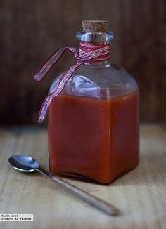 Receta de ketchup con Thermomix. Fotografías con el paso a paso del proceso de elaboración. Sugerencia de presentación. Consejos y trucos de pre...