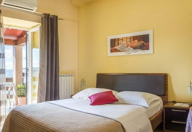 #RoomsVillaMaria offers #favorablePricesBedAndBreakfast in renovated house from the 17th century located in the center of #Motovun Accommodation is suitable for #familyVacationInMotovun  #IstriaRomanticHolidays for couples or #CroataiActiveHolidays #truffleHunting  For other offer of #MotovunHolidayRentals or #CroatiaAccommodation visit http://www.croatia-tourist.net/ and find best accommodation for your #CroatiaVacation2017 without agency commission!