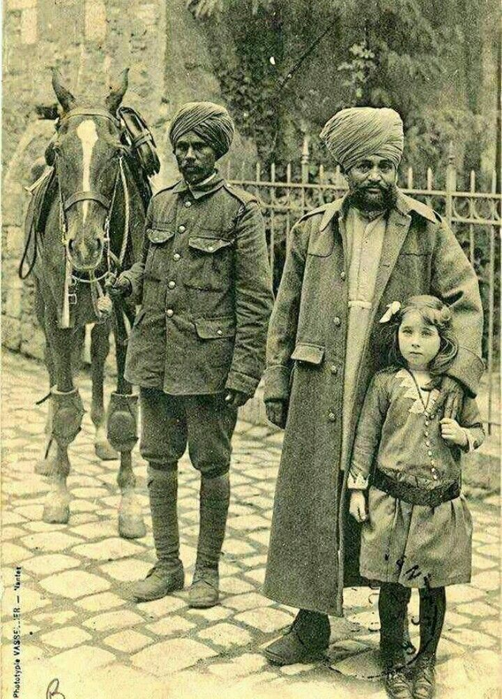 A French girl poses with the Sikh saviours of France, Paris, 1914 during the World War 1. Lest We Forget - French Embassy in India India in France Alliance française de Delhi Sikhs de France Gurdwara Singh Sabha France - Culte Sikh