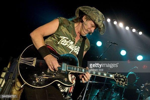 Ted Nugent - Musiker, Gitarrist, Rockmusik, USA - Gonzo Strikes Again Tour 2006 - Auftritt im Columbiaclub, Berlin