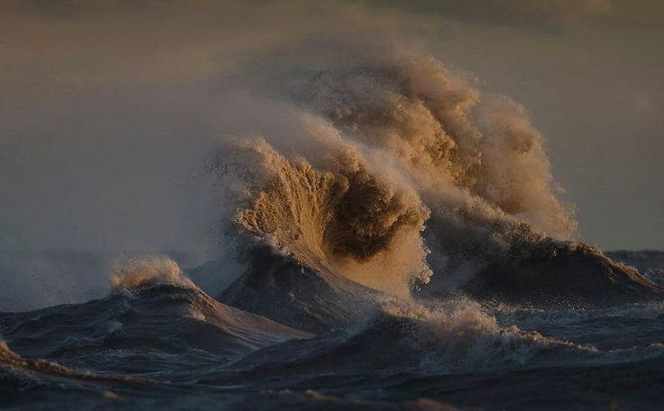 Liquid Mountains: I Captured Lake Erie On The Day It Came Alive And Showed Its True Power | Bored Panda