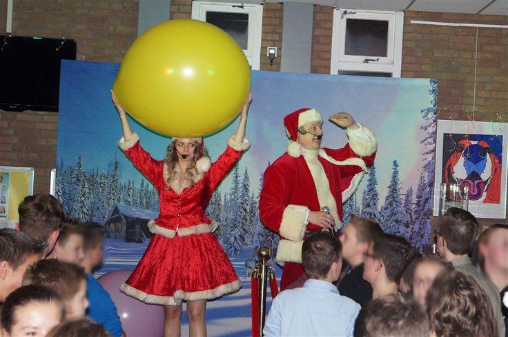Kerst spelshows voor de tieners en jongeren bij AOC Oost in Doetinchem, een gezellige bende. http://www.lachendelama.nl/kerst-aoc-oost-doetinchem/
