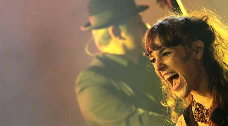 """La chanteuse Zaz est-elle nazie ? C'est pas loin d'être l'avis de """"Libération""""."""