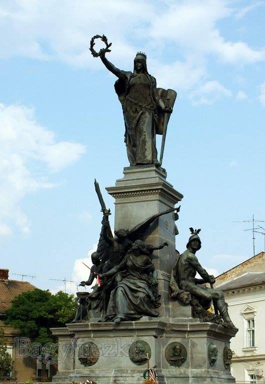 """Szabadság-szobor - Arad - Partium  fotó Bagyinszki Zoltán  """"Aradi vértanúk"""" összefoglaló néven őrzi a magyar nemzet emlékezete az 1848–49-es szabadságharc 13 hős katonai vezetőjét, akiket 1849. október 6-án Aradon végzett ki az elnyomó hatalom."""