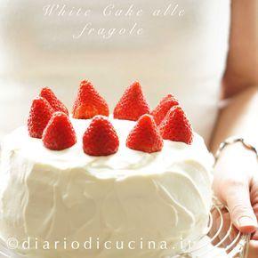 Ricetta white cake alle fragole. E' una favolosa torta di compleanno. I bambini la adorano, i papà fanno il bis e le mamme ti chiedono la ricetta! Provala.