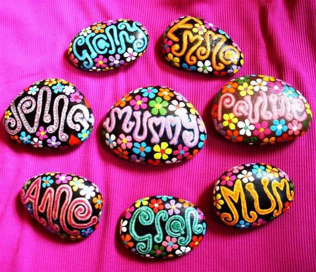 Hand-painted stones: Crafts Ideas, Paintings Rocks, Paintings Stones, Painted Stones, Gifts Tags, Diy Paintings, Rocks Paintings, Rocks Art, Birthday Gifts