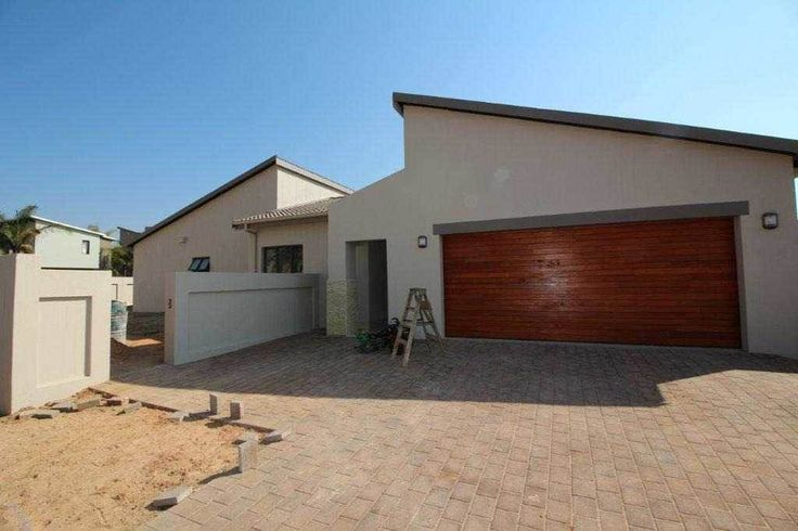 Explore this property 3 Bedroom House in Leeuwenhof Estate