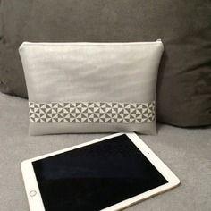 Housse pour tablette 10 pouces en simili cuir gris perle