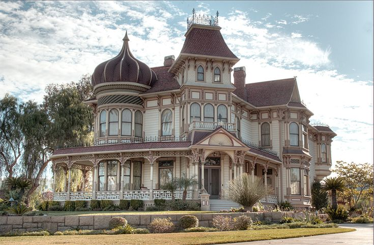 A historic house in the City of Redlands, CA USA. Typical of Victorian Homes built in late 1890 surrounded by orange groves