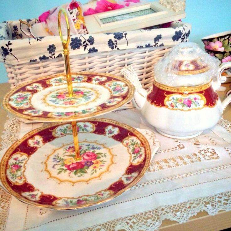 b2313ebafc1373e739d970c119f1a3f0--royal-albert-cake-stands.jpg