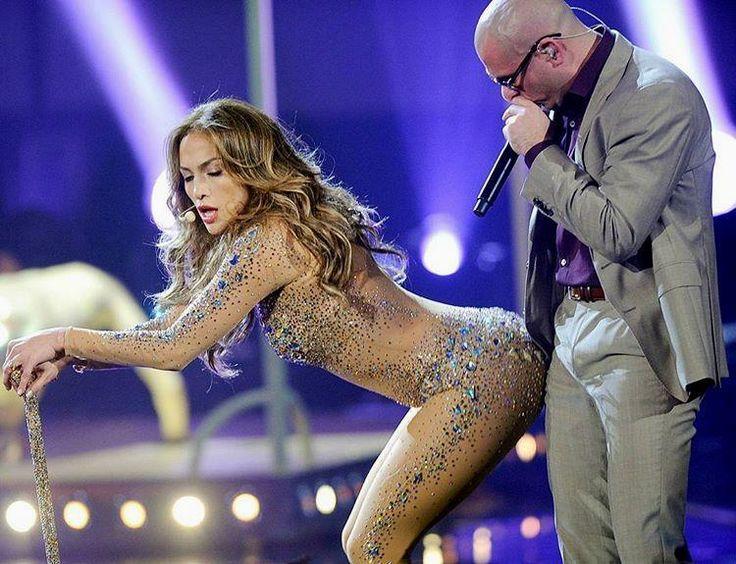 """Pitbullhabla sobre Jennifer Lopez ha demostrado en más de una ocasión que la estrecha amistad que mantiene con la también cantanteJennifer Lópezes una de las razones que explican la gran complicidad que ambos derrochan sobre el escenario pero ahora quizo dar un paso más para constatar ante la opinión públicapor qué la intérprete juega un papel tan fundamental en su carrera artísticay también en su vida diaria. #jlo """"Siempre tengo que encontrar una excusa para volver a colaborar con Jennifer…"""