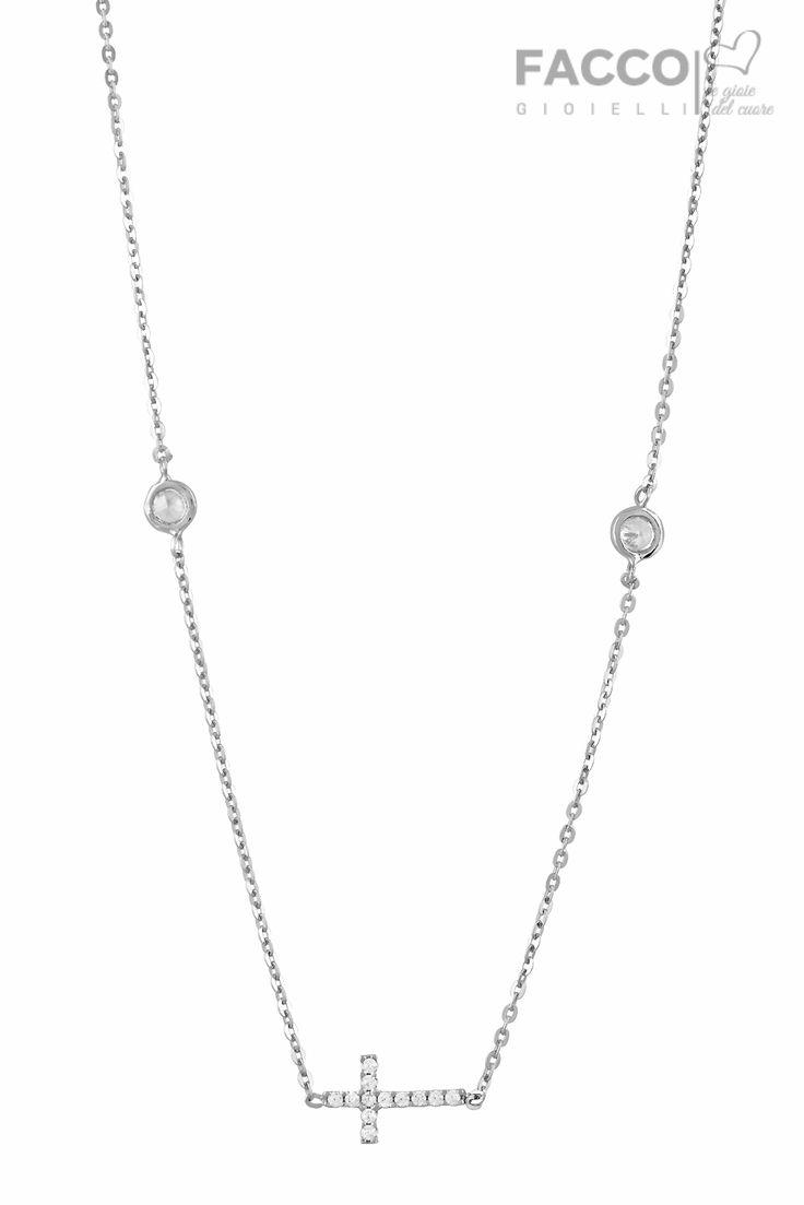 Collana donna, Facco Gioielli, in oro bianco 750‰, con zirconi punto luce e croce con pavè di zirconi.