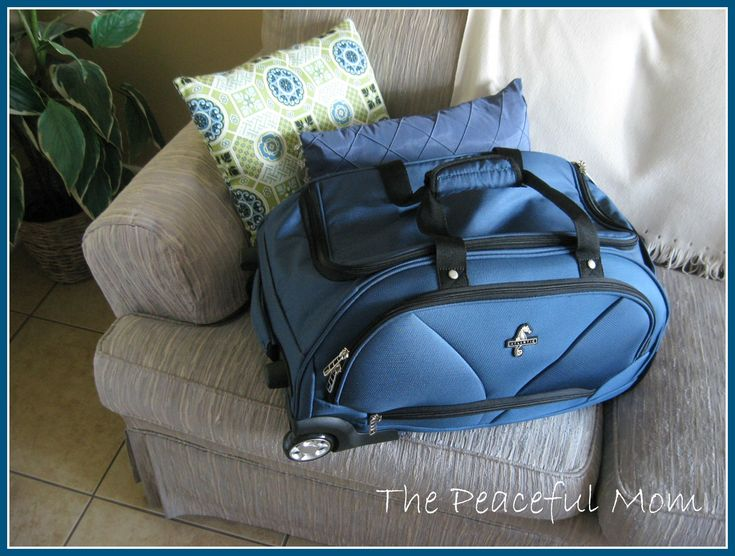 Packing Tips: How To Pack 5 Days Of Clothes In One Carry-On Bag: Carry On Bag, Days, Clothes, Bags Louis, Bags Hot, Travel Tips, Carryon Bags, Peaceful Mom, Packing Tips