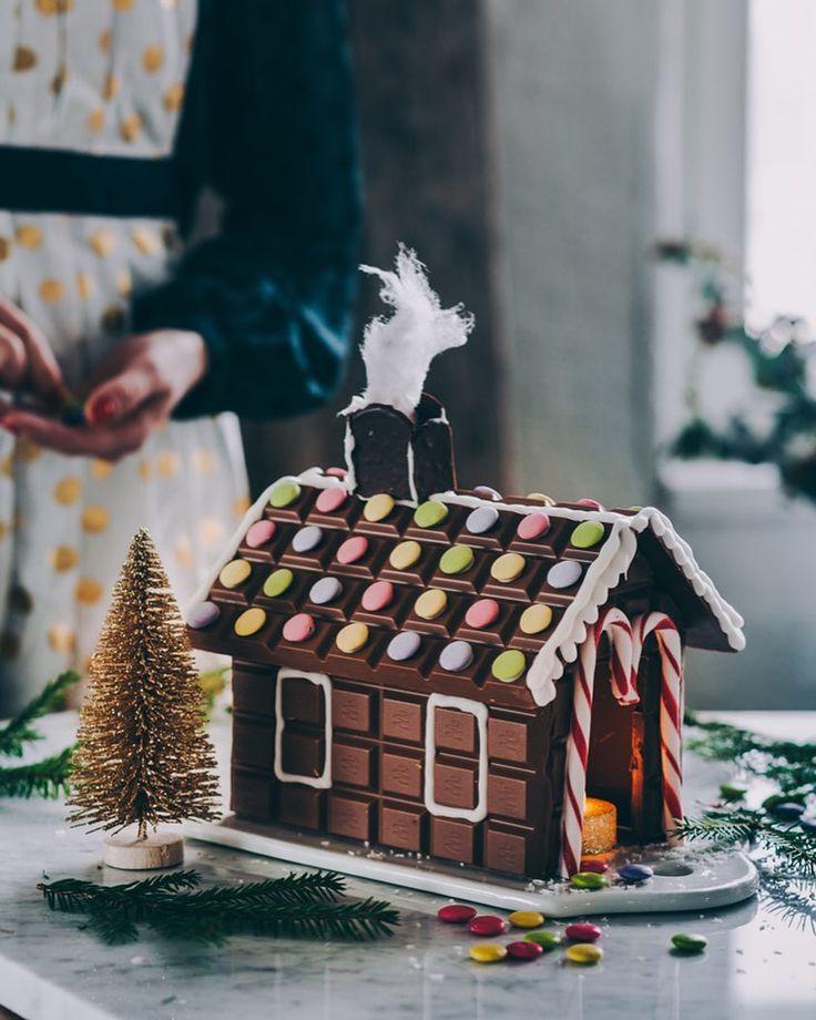"""602 Likes, 27 Comments - Jenni Häyrinen   Food artist (@liemessa) on Instagram: """"Mmm...suklaatalo! 😍🎄 Blogissa ohjeet yksinkertaistettuun Marabou suklaataloon, joka luonnistuu…"""""""