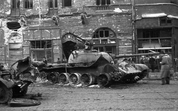 Üllői út 61. T-54-es harckocsi.