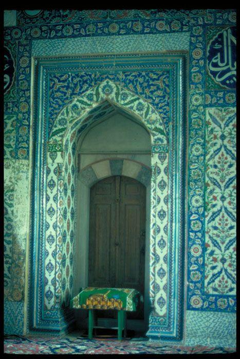 TitleEdirne, Mosque of Selim II  CategoryTurkish Tile  DetailSultan's loge detail  LocationTurkey -- Edirne  DynastyOttoman family  Subject, LCSHArt, Islamic -- Turkey  Tiles -- Turkey -- 16th century  Mosques  Doorways  Subject, AATDoorways  Revetments  Ceramic tile  Date1574  SiteSelimiye Camii (Edirne, Turkey  Digital CollectionWalter B. Denny Islamic Art Slide Collection