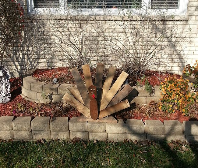 *Exclusive* Recycle a Wood Pallet into a Thanksgiving Turkey Decoration