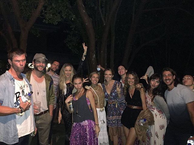 New photo of Liam, Chris, Elsa and Miley (on the right) in Byron Bay  #liamhemsworth #chrishemsworth #elsapataky #mileyraycyrus #hemsworthbrothers #hemsworth #thehungergames #galehawthorne #thor #avengers #sexiestmanalive #sexy #muscles