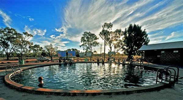 Hot Artesian Bore Baths, Lightning Ridge, Australia