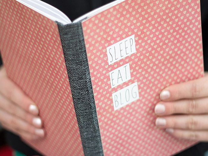 Every wanted to have a go at bookmaking? This tutorial by Carolinart gives you step by step instructions to doing just that. So if you've ever wanted a completely personalised notebook, then why not have a go?