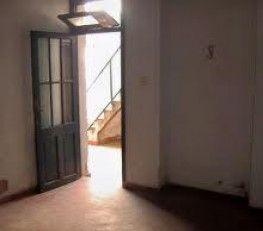CI32382 - Centro - CABA. Tipo: Hotel Familiar Hab.: 16 ( 12 habilitadas ) - Estado: Regular. Sup.cub.: 280 Mts2 - Terreno: PH. Hotel familiar en edificio. Conexión de TV en todas las habitaciones. Se vende un solo piso (PH). 12 hab. habilitadas. 3 baños externos y una cocina. A mejorar. Ideal hostel o residencia universitaría. La rentabilidad y dirección solo se dan en instancia de visita.