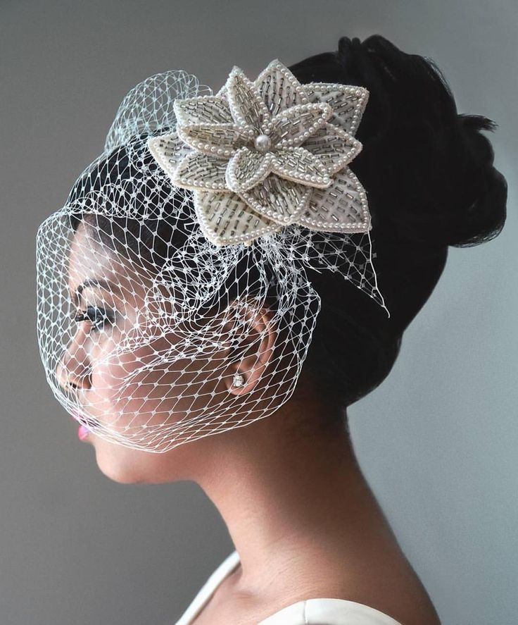 This headpiece by @ilieanageorge is basically perfection.  #munacoterie #munaluchibride #torontoweddings #love #wow #stylish