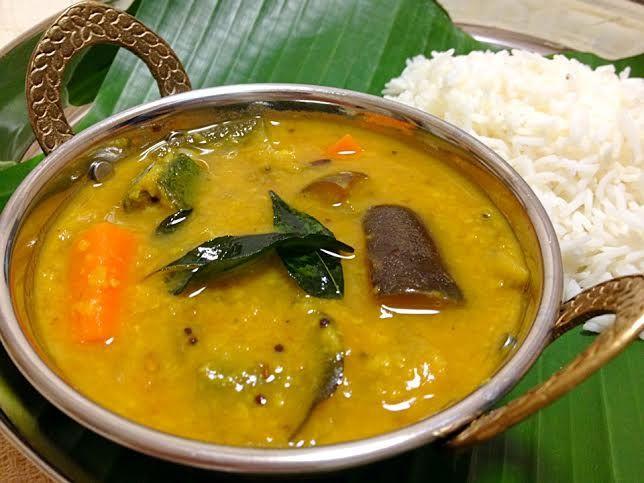 今回は初のソースコなしのガチンコ菜食インド料理レシピ。 一番大好きなベジカレーである「サンバル」を、 ビギナーの方でもなんとか作れるよう、かなり丁寧に書いてみました!!!! サンバルの作り方をここまで丁寧に書いているサイトは、 インド料理マニアの方のブログを含め日本語では他にはないのでは?!?ってくらい、細かく書いてあります。 マニアックすぎて、大丈夫かな??とは思いましたが(笑) ガチンコインド料理レシピを渇望している、日本中のインド料理ファンには確実に届くかと。 テディーライリー特集第二弾となる調理用BGMもめちゃくちゃカッコイイのでぜひチェケラしてみてくださーーーい。 スパイシ~~♪♪♪