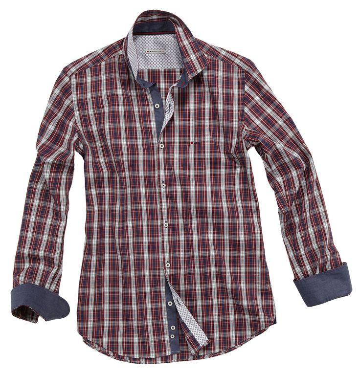 Camicia a righe bianche,blu e rosse, con doppio tessuto dall'effetto jeans sui polsini e sul colletto.Seguici anche su                          www.redisrappresentanze.it