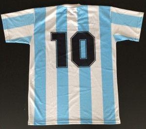 – Noch 86 Tage bis zum Anpfiff der Fußball WM in São Paulo. Es wird also langsam Zeit das richtige Outfit zusammenzustellen. Wir suchen die schönsten Trikots – alt, neu, retro, mit und ohne Namen. Postet Eure besten Trikot-Bilder hier auf Meine Arena. #Diego #Maradona #10 #lecoqsportif