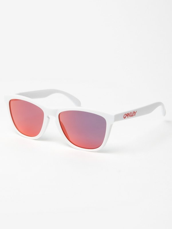 Oakley Frogskins White Iridium | oki-ni. I still have my original frogskins. Kicking it old school this summer!
