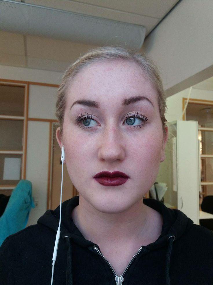 Chinjong med fläta på Melissa med perfekta läppar och rouge