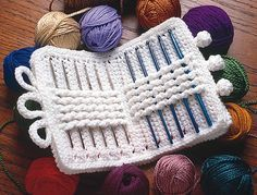 Free crochet pattern for this lovely crochet hook case. Happy crocheting!