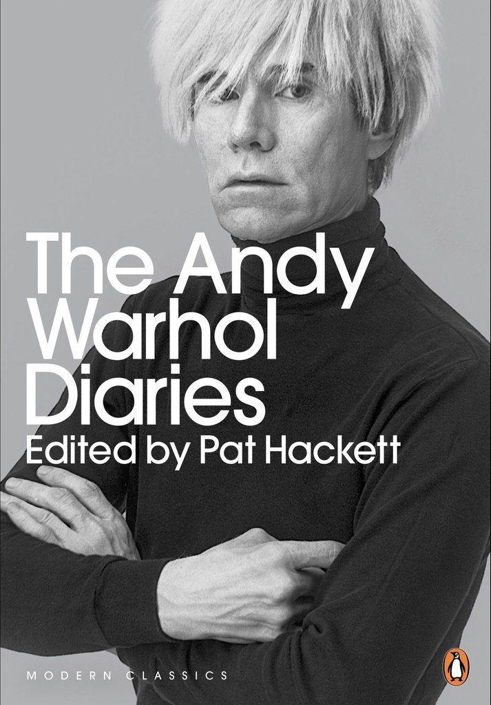 Andy Warhol Diaries || Написанный на пике славы дневник Уорхола запечатлел ярчайшие моменты жизни художника и его будни: веселье на вечеринке после вручения «Оскаров», ночи в «Студии 54», путешествия между Лондоном, Парижем и Нью-Йорком, и даже деньги, которые он потратил каждый день, вплоть до цента. || #erarta #art #book #shop #Warhol #photo #diary #ny #fashion #contemporary