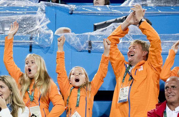 Willem-Alexander en Maxima op tribune bij hockey