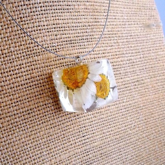 Daisy Resin Cube Necklace. White Pressed Flower Resin Pendant Necklace.  Real Pressed Flowers - White Daisy. Handmade Resin Jewelry