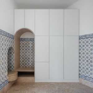 """Aurora+Arquitectos+draws+attention+to+additions+and+""""ruptures""""+in+Lisbon+apartment"""