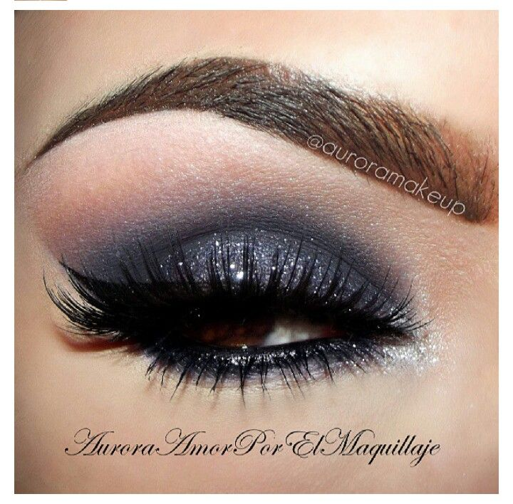 Black eyeshadow with a hint of brown on the brow bone: Eyemakeup