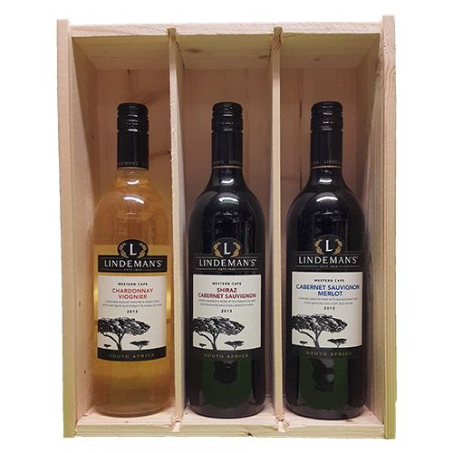 Quality Fruit Baskets. X 3 Lindemans Zuid Afrika 3  Chardonnay en Viognier Chardonnay is in deze wijn gemengd met viognier. Die voegt frivole aroma's toe waardoor de zachte, ronde wijn een frisfruitige lift krijgt. Voor zo en aan tafel. Smaak: Vol Druivenras: Chardonnay, Viognier Land/Streek: Zuid-Afrika, Westkaap Lekker bij: Zalm, Kip & kalkoen / Shiraz en Cabernet Sauvignon Geweldige wijn met een perfecte balans. Zoete aroma's van rijp fruit, opwekkend zuur en wat specerijen..