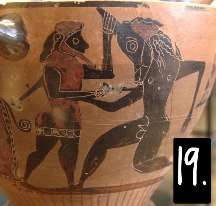 Un esempio iconografico antico: Teseo. Nei vasi a figura nera, anteriori alla figura rossa, Teseo viene più che altro rappresentato mentre lotta con il Minotauro. La leggenda del labirinto è antica e ben conosciuta, e la 'lotta con il mostro' è un tema iconografico molto di moda in tutta la storia greca.