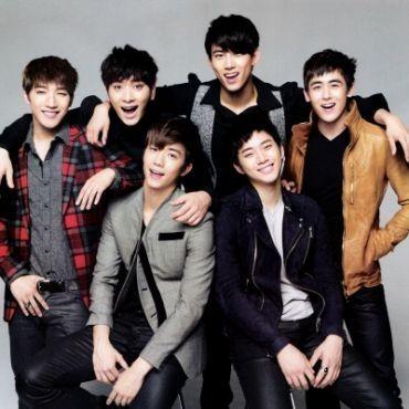 Demi promo album terbaru, para personel boyband 2PM rela berpenampilan telanjang dada (topless).    Berita selengkapnya di:  http://entertainment.ghiboo.com/promo-album-penampilan-2pm-begitu-menggoda