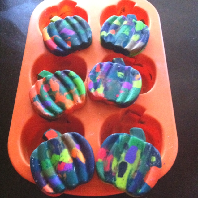 Cool craft to recycle all your old crayons!!! ~ Tween/Teen Crafts