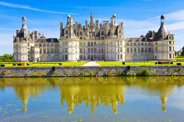 シンデレラ城のモデルとされているノイシュヴァンシュタイン城や、フランスパリのノートルダム大聖堂などディズニーがモデルとした絶景は世界各地にあります。ジブリ映画同様に、今回はそんなディズーがモデルとした世界の絶景を7つご紹介いたしたします。 #1 アラジンのモデルは「タージマハル」 image by iStoc