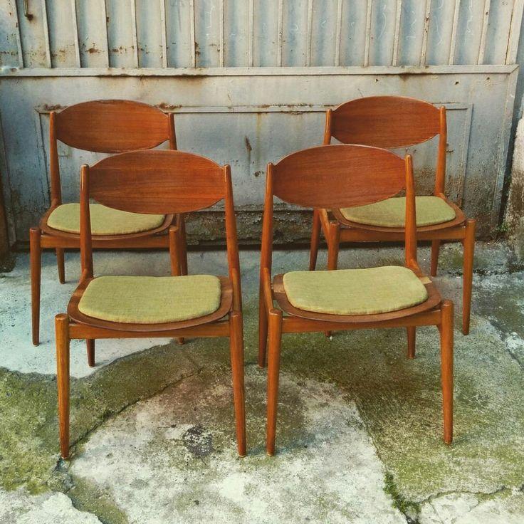 Set di 4 sedie in legno curvato marcate ISA ponte san Pietro Restaurate e ritappezzate con tessuto verde uguale a quello originale. Misure 50x50x45h seduta 80h schienale #magazzino76 #viapadova #Milano #nolo #viapadova76 #M76 #modernariato #vintage #industrialdesign #industrial #industriale #furnituredesign #furniture #mobili #modernfurniture #antik #antiquariato  #armchair #chair #sofa #poltrone #tabu #sedie #table #lampade #lamp #ISA