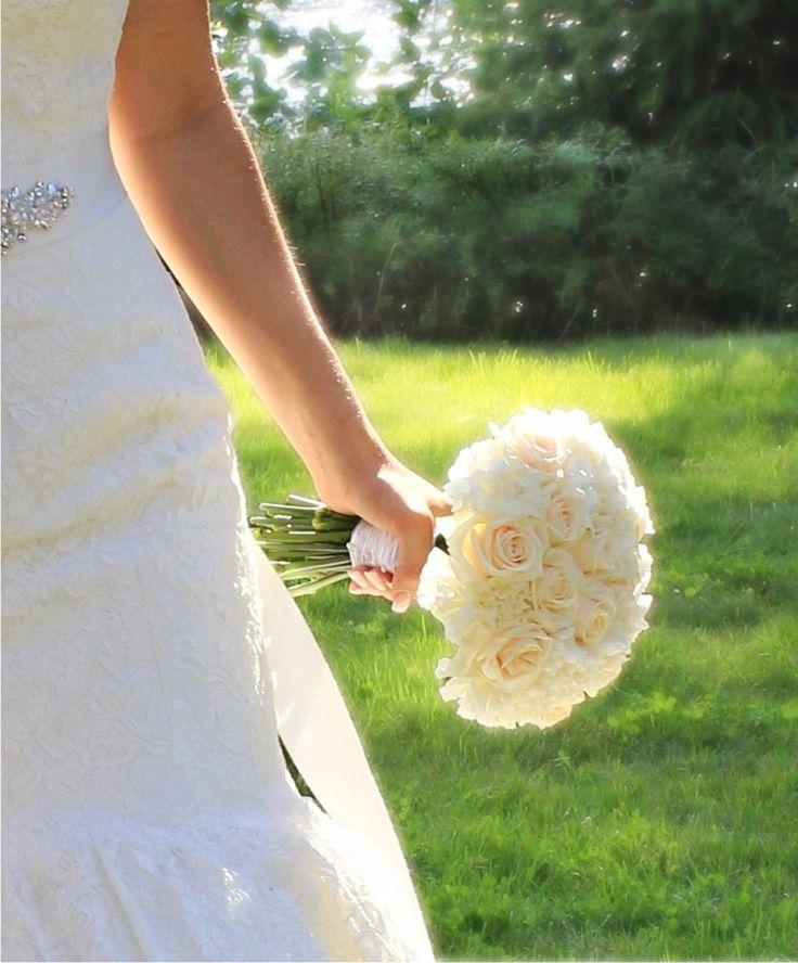 bridal wedding bouquet off white, creme brudbukett off white äggskal creme