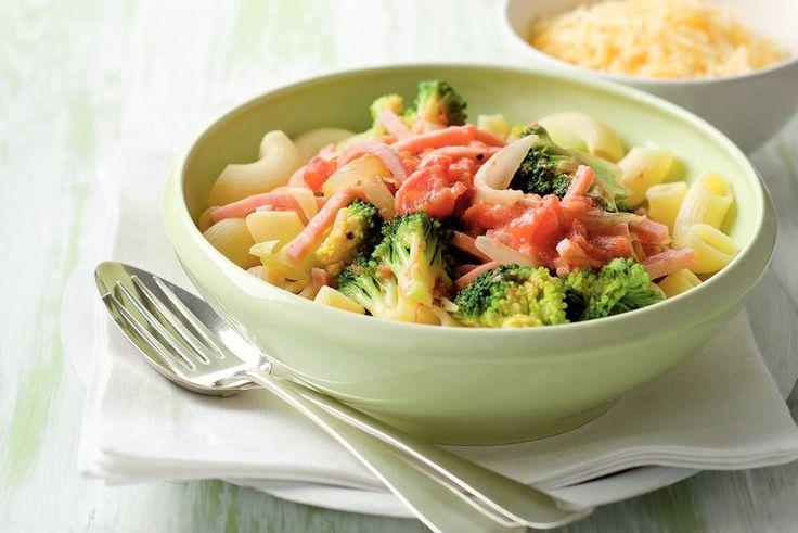 Kijk wat een lekker recept ik heb gevonden op Allerhande! Macaroni met broccoli en ham in roomsaus