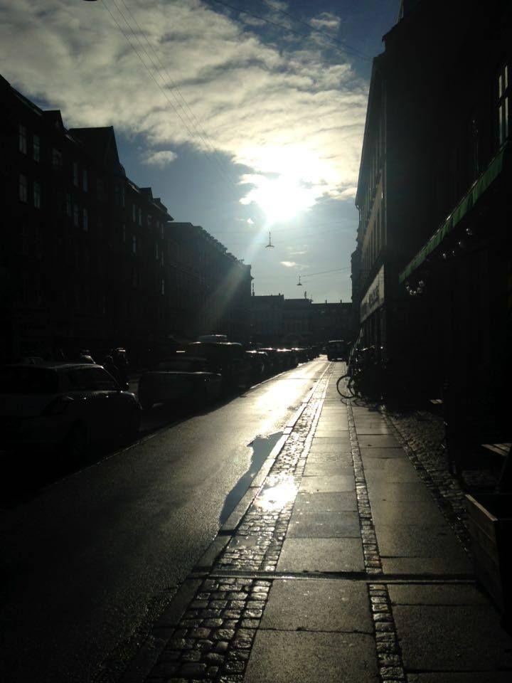 hvorfor skinner solen når det er røv koldt