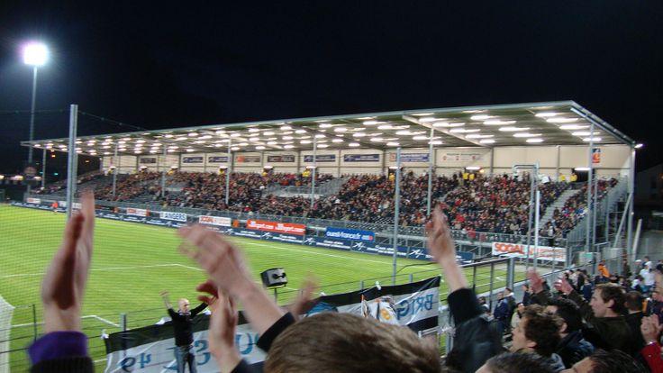 @Angers Le stade Jean-Bouin est le principal stade de la ville d'Angers. Il accueille le club de football du Angers sporting club de l'Ouest, évoluant en Ligue 1 #9ine